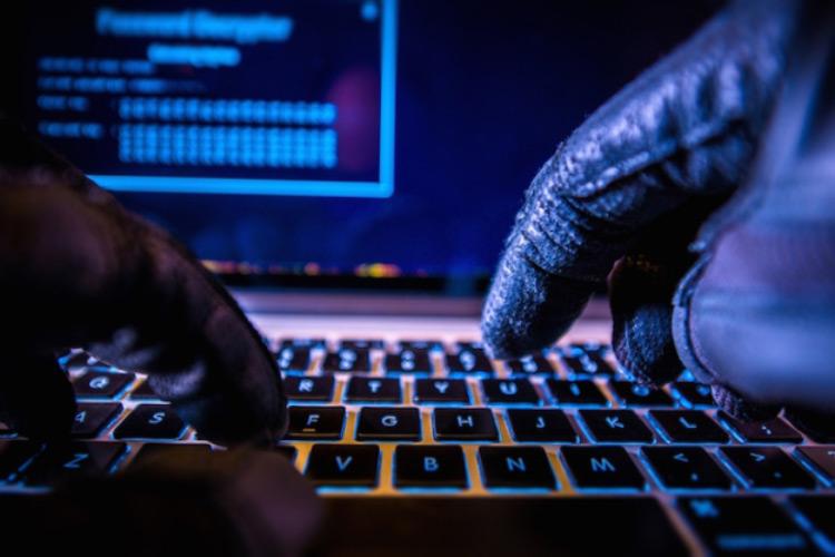 بازداشت جوان ۲۲ ساله اندونزیایی به اتهام استفاده ازکامپیوترهای دانشگاه برای ماینینگ